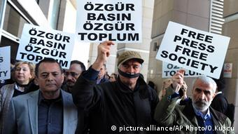 Turkish journalists protest in Istanbul