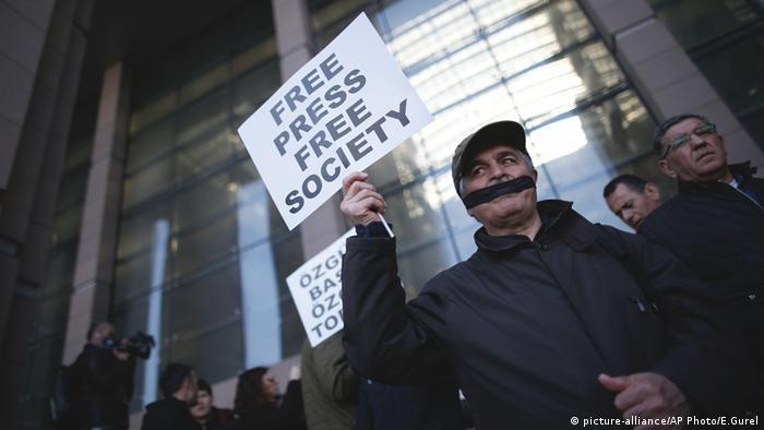 türkische Journalisten Türkei Istanbul Prozess Can Dundar (picture-alliance/AP Photo/E.Gurel)