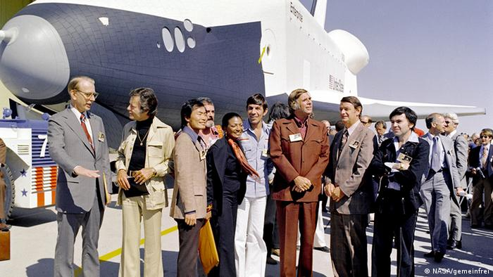 NASA scientists and Star Trek TOG actors meet in 1976 (Foto: NASA/Wikicommons)