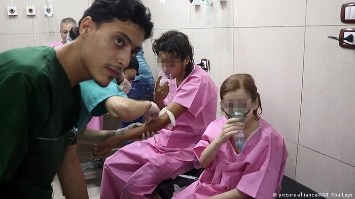 Syrien Aleppo Opfer von Chlorgas Angriff (picture-alliance/AA/I. Ebu Leys)