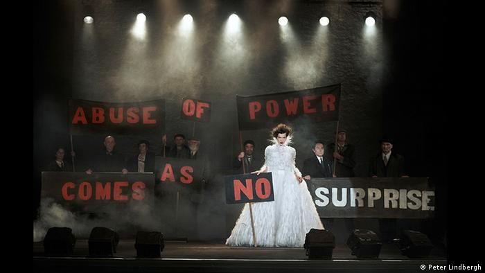 A Chanel photo shoot looks like a protest © Peter Lindbergh (Courtesy of Peter Lindbergh, Paris / Gagosian Gallery)