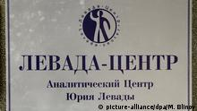 1457926 Russia, Moscow. 04/25/2013 A sign board on the office door of Yuri Levada's analytic center Levada Center on Chernyakhovsky Street in Moscow. +++ (C) picture-alliance/dpa/M. Blinov