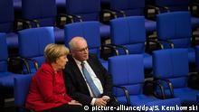 Angela Merkel and Volker Kauder in the Bundestag in Berlin (picture-alliance/dpa/S. Kembowski)