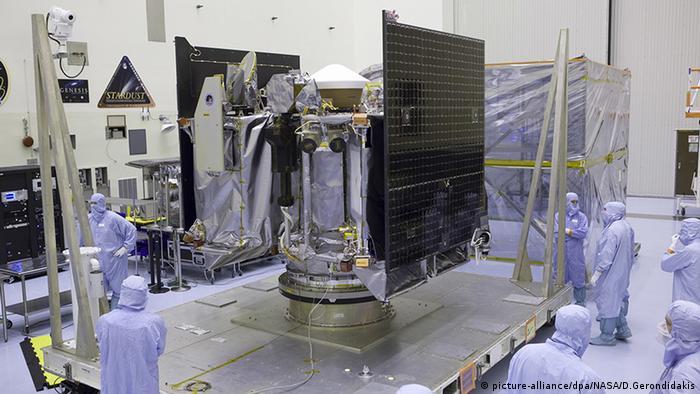 OSIRIS-REx Satellit der NASA in der Fertigungshalle