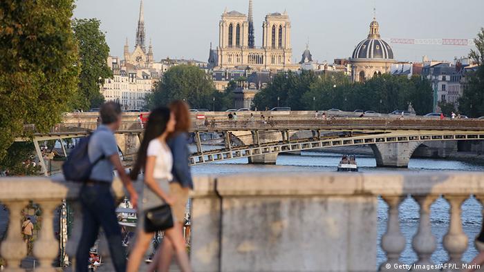 Frankreich Paris Fund von Auto mit Gasflaschen nahe Kathedrale Notre-Dame