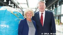 Deutschland Kulturstaatsministerin Monika Grütters und DW Intendant Peter Limburg