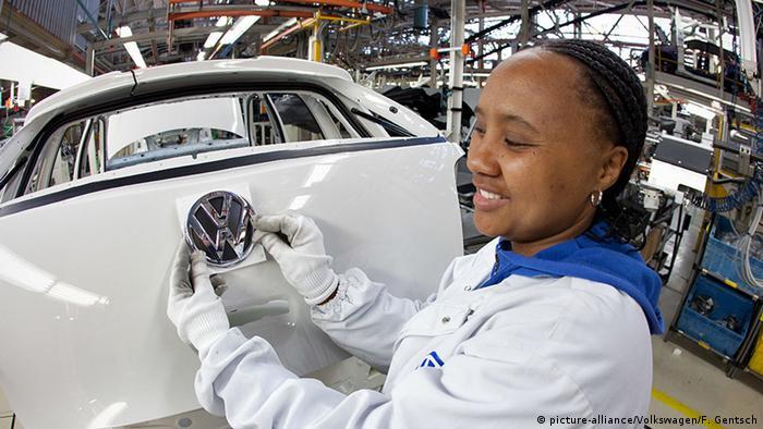 Südafrika Volkswagen Werk Mitarbeiterin Polo Produktion