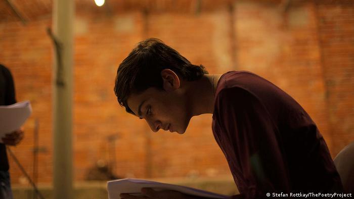 Kahel Kaschmiri liest seine Gedichte Foto: Stefan Rottkay/ThePoetryProject