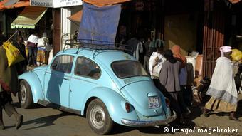 Los antiguos vehículos contribuyen en gran medida a la contaminación atmosférica en Adís Abeba.