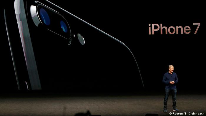 USA Apple Tim Cook presents iPhone 7 in San Francisco