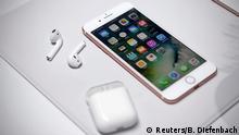 USA Apple Phil Schiller präsentiert das iPhone 7 AirPods