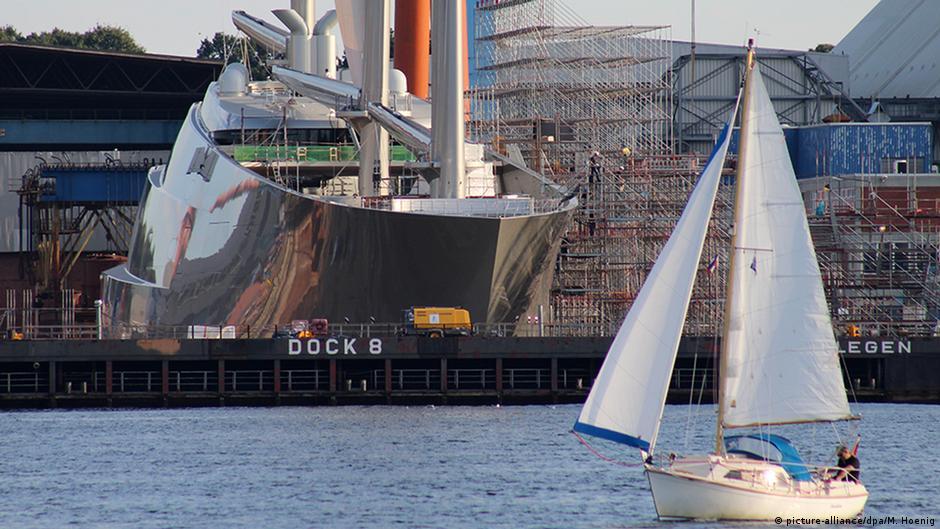 Размеры судна впечатляют: длина 143 метра, ширина 25 метров.