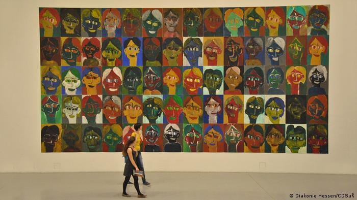 Riesiges Gemälde mit 70 Gesichtern Kassel Kunst trotz(t) Handicap Foto: Diakonie Deutschland/Diakonie Hessen