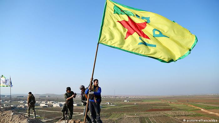 Syrien YPG Kämpfer bei Kobane (picture-alliance/dpa)