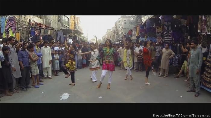 Screenshot Youtube Flashmob DYOT on streets of Lahore
