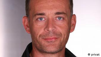 Ο συγγραφέας Πάτρικ Ζάιμπελ εκφράζεται με θαυμασμό για την προσωπικότητα του Αργύρη Σφουντούρη