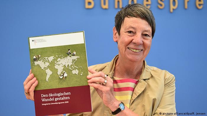 Berlin Bundesumweltministerin Barbara Hendricks (SPD) Umweltprogramm 2030