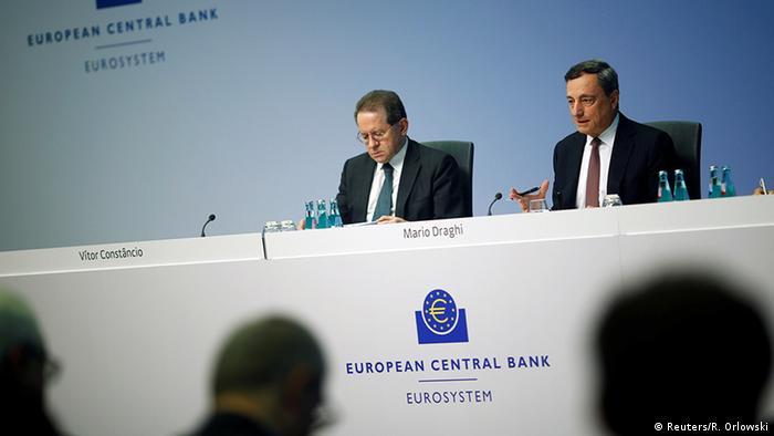 Deutschland Mario Draghi Präsident der EZB & Vitor Constancio in Frankfurt am Main