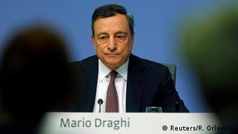 Η χαλαρή νομισματική πολιτική Ντράγκι έχει «γονατίσει» τους αποταμιευτές