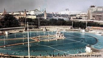 Russland Moskau Schwimmbad Moskwa Foto: picture-alliance/Heritage Images