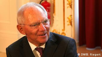 Συμφωνία με τη Γαλλία στο Ευρ. Νομισματικό Ταμείο και παραγκωνισμό της Κομισιόν επιδιώκει ο Β. Σόιμπλε, σύμφωνα με το Der Spiegel