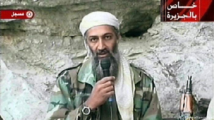 Osama Bin Laden, líder da Al Qaeda, durante mensagem por vídeo