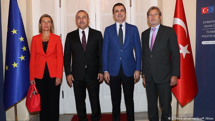 Mevlut Cavusoglu Türkei mit Omer Celik Federica Mogherini Johannes Hahn