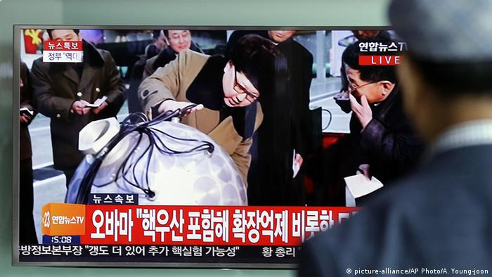Nordkorea Raketentest Kim Jong Un (picture-alliance/AP Photo/A. Young-joon)