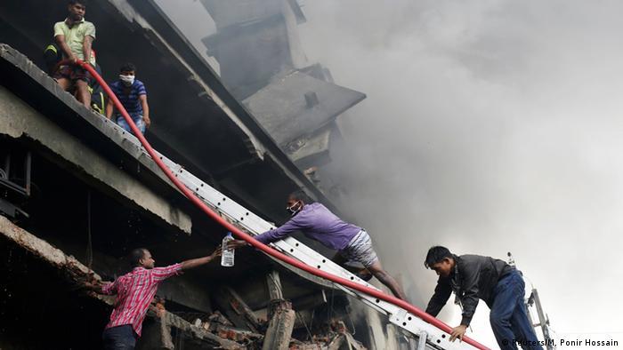 Bangladesh Dhaka - Brand bei Fabrik