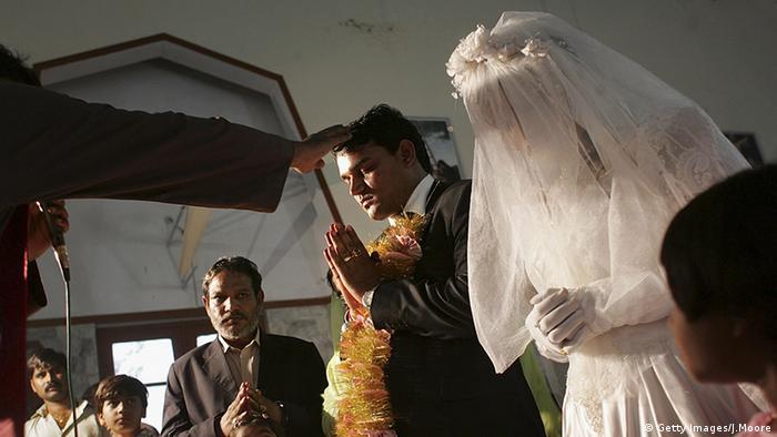 Frauen Gesichtsschleier Verschleierung im Christentum Pakistan Hochzeit
