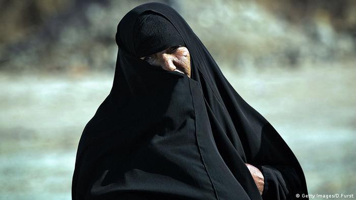 Frauen Gesichtsschleier Verschleierung Chador Tschador (Getty Images/D.Furst)