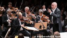 Tschechische Philharmonie mit dem Dirigenten Jiri Belohlavek in der Beethovenhalle zur Eröffnung des Beethovenfests, 9.9.2016 Copyright: Beethovenfest/B. Frommann