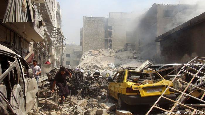 Syrien Idlib - Zerstörter Marktplatz nach Luftangriff (picture-alliance/AA/A. Sayid)
