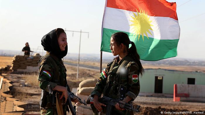 حسین یزدانپناه، رهبر حزب آزادی کردستان ایران در سال ۲۰۱۶ به خبرگزاری آسوشیتدپرس گفته بود که این گروه در برنامه آموزشهای نظامی توسط مستشاران آمریکایی و اروپایی برای مبارزه با داعش در عراق شرکت داشته است.