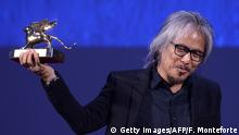 Lav Diaz mit Goldenem Löwen, Foto: Getty Images/AFP/F. Monteforte