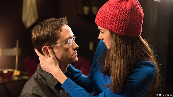 Film stil from Oliver Stone's SNOWDEN (Photo: Universum)