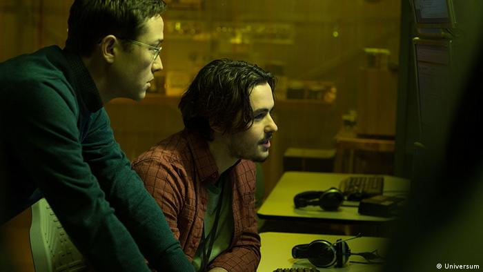 Film still from Oliver Stone's SNOWDEN (Photo: Universum)