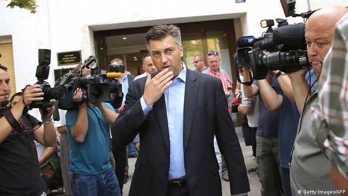 Kroatien Zagreb Stimmabgabe Wahllokal Andre Plenkovic