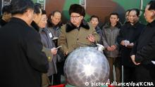 ARCHIV 2015 *** epa05531125 (FILE) An undated picture provided by the official Korean Central News Agency (KCNA) on 09 March 2016 shows North Korean leader Kim Jong-un (C), talking with scientists and technicians involved in research of nuclear weapons, at an undisclosed location, North Korea. A magnitude-5.3 earthquake was detected in northeastern North Korea on 09 September, the South Korean military said, raising speculation that the North conducted a nuclear test on the occasion of its founding anniversary. EPA/KCNA / HANDOUT SOUTH KOREA OUT EDITORIAL USE ONLY | © picture-alliance/dpa/KCNA