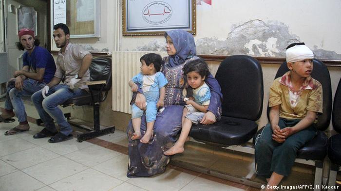 Мирные жители в сирийской больнице