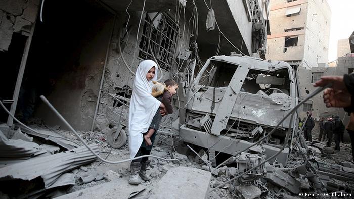 El experto de la ONU Jakob Kern, del Programa Mundial de Alimentos (PMA), exigió hoy urgentemente un alto el fuego en la región siria de Guta Oriental para poder llevar alimentos a las 400.000 personas allí atrapadas. (22.02.2018).