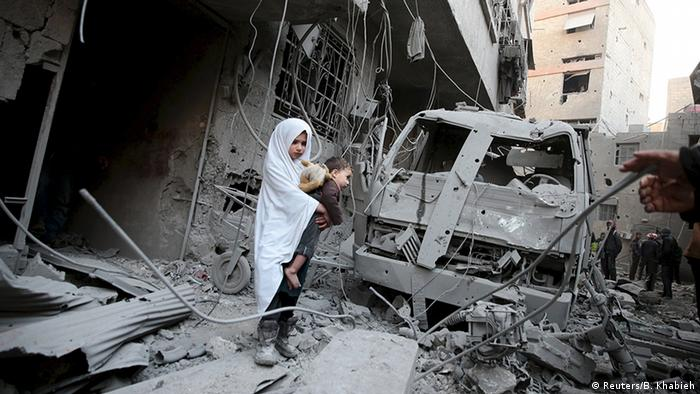 Syrien Luftangriffe in Duma (Reuters/B. Khabieh)