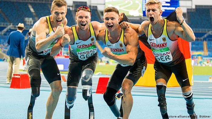 Brasilien Paralympics Rio 2016 Deutschlands Staffel-Läufern feiern Sieg