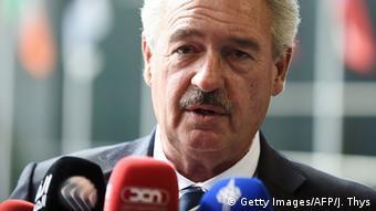 «Δεν μπορείς να κλείσεις τα εξωτερικά σύνορα της ΕΕ. Εκτός κι αν αφήσεις τους ανθρώπους να πνιγούν ή αρχίσεις να τους πυροβολείς στο νερό», δηλώνει ο Ζ. Άσελμπορν.
