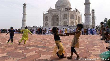 Eid al-Adha Islamisches Opferfest in Agra Taj Mahal Kinder (Getty Images/AFP/C. Khana)