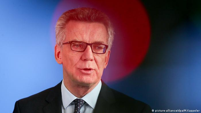 Thomas de Maiziere PK Razzia NRW in Berlin (picture-alliance/dpa/M.Kappeler)