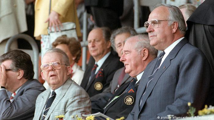 DFB-Präsident Hermann Neuberger Europameisterschaft Helmut Kohl