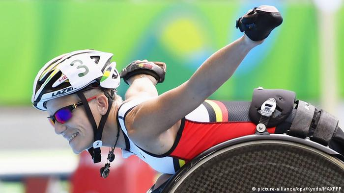 Marieke Vervoort of Belgium poses for a photo after winning the silver medal © picture-alliance/dpa/Kyodo/MAXPPP