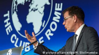 German Development Minister Gerd Müller at the Club of Rome press conference in Berlin (Photo: picture-alliance/dpa/M. Skolimowska)