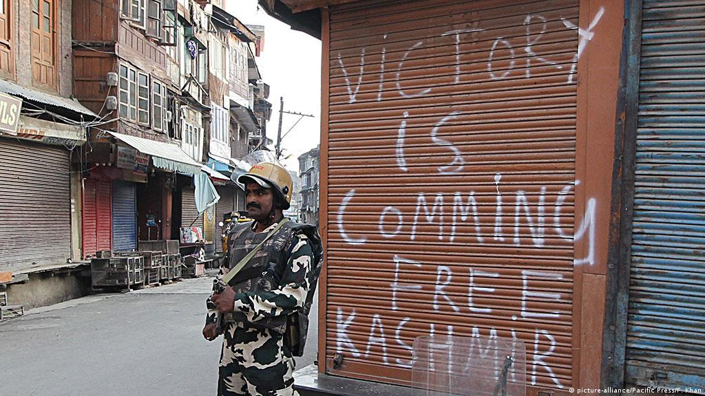 India slaps curfew on Kashmir during Eid   News   DW   14 09 2016